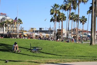 O parque em frente ao calçadão de Venice, onde fica o Skate Park