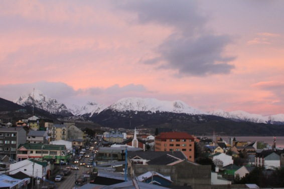 Vista da cidade do Ushuaia no pôr-do-sol