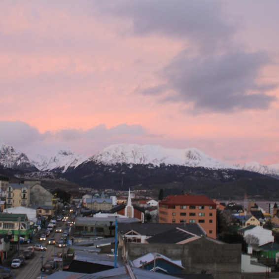 Vista da cidade do Ushuaia no pôr-do-sol