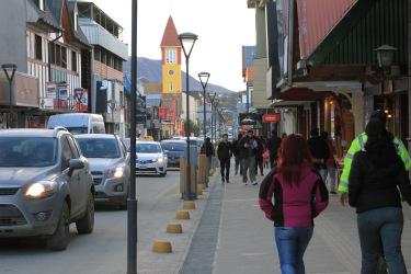Rua San Martin, onde ficam as lojinhas e restaurantes no centro da cidade do Ushuaia.