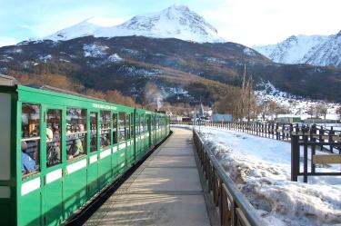 O Trem do Fim do Fundo partindo da primeira estação
