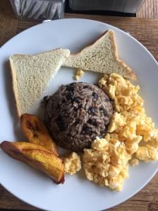 O típico café da manhã: Gallo Pinto