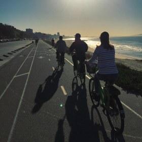 Ciclovia pela beira praia, que vai de Santa Monica até Malibu